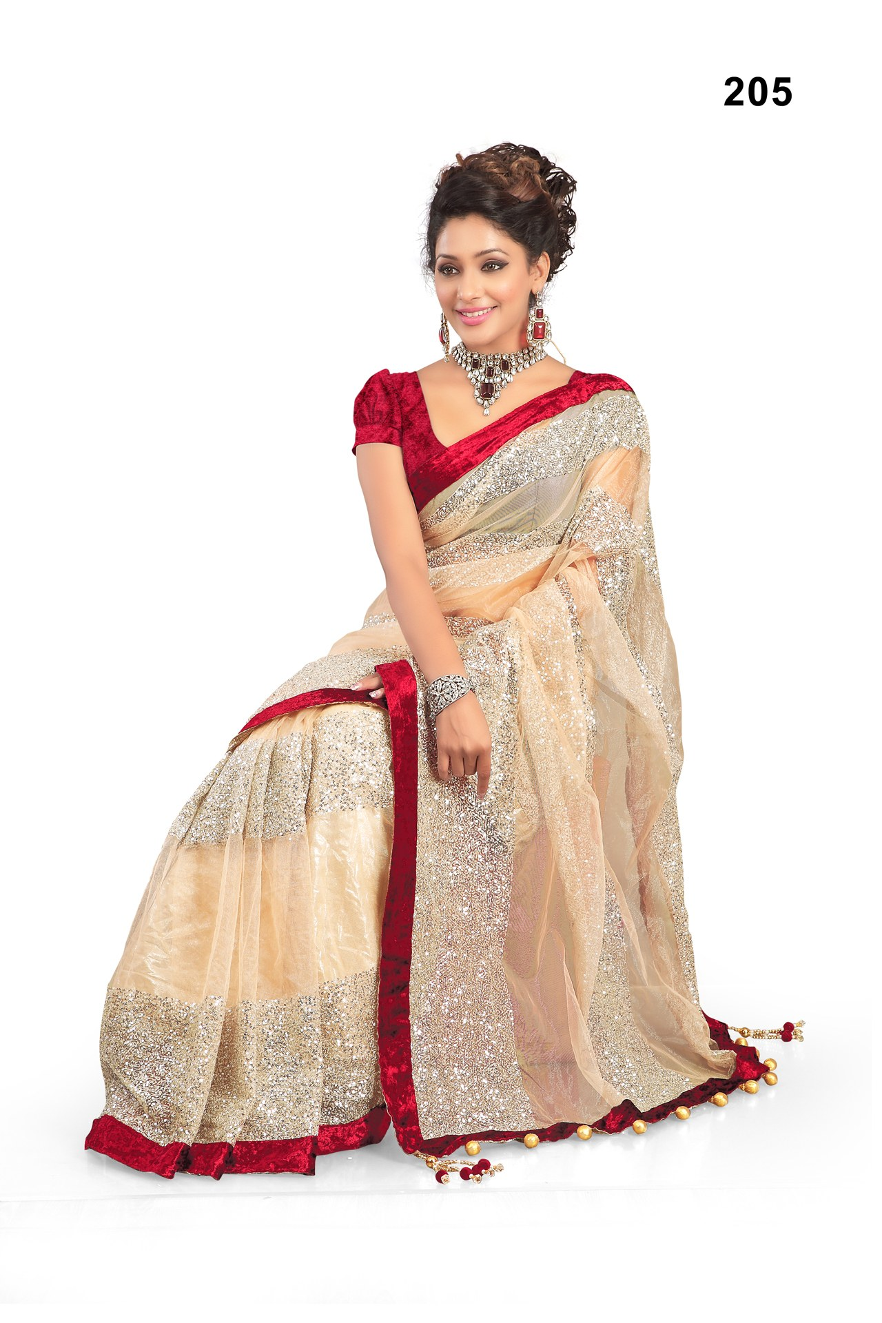 priyanka chopra wearing saree - photo #22