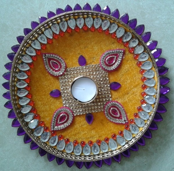 Pooja thali pooja plate aarti thali in yellow base for for Aarthi plates decoration