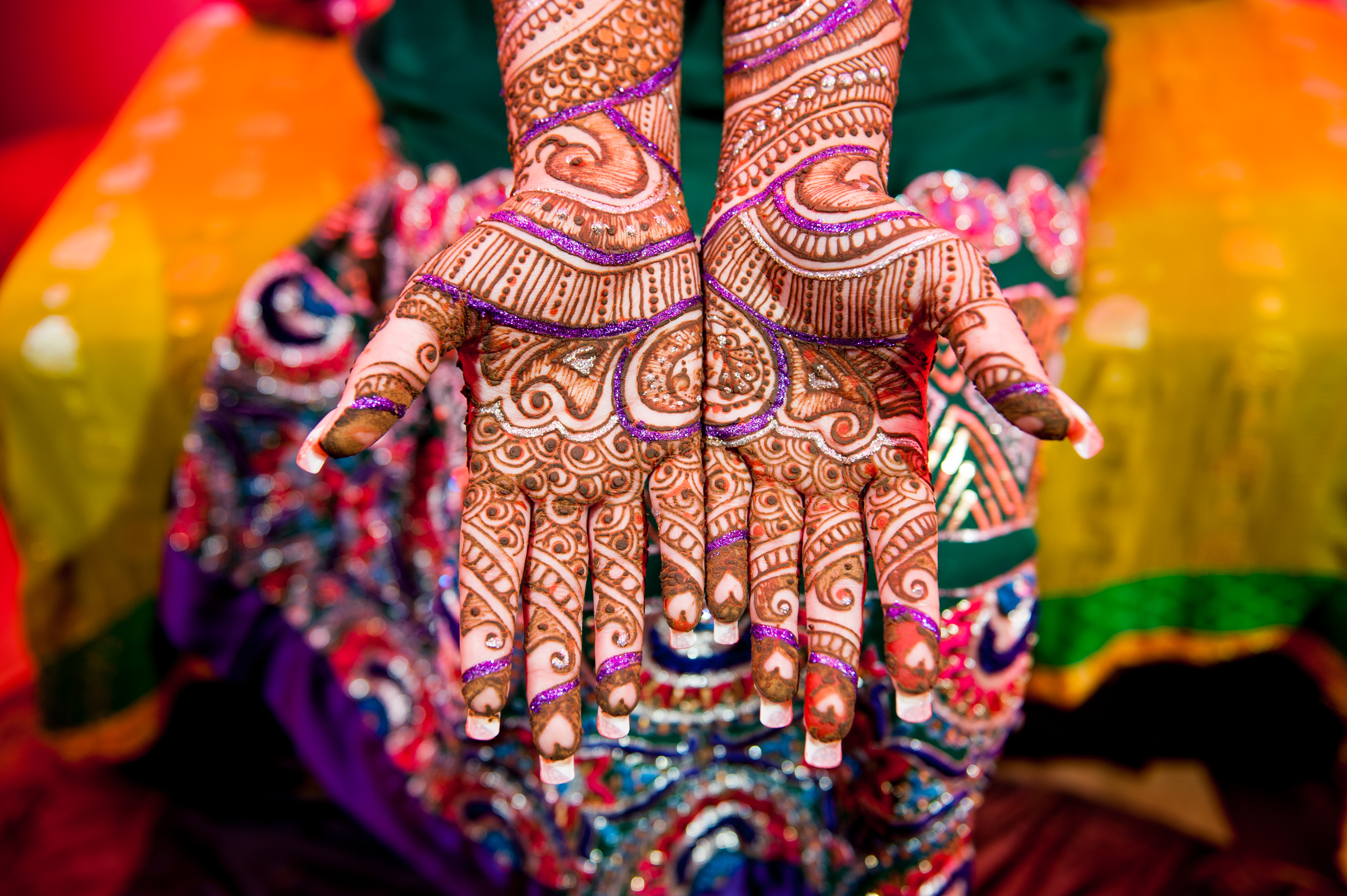 Mehndi Ceremony Guests : How to entertain guests during mehndi ceremony